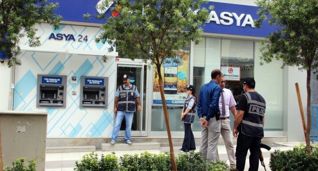 MANİSA BANK ASYA'YA BASKIN