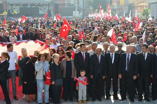 CHP MANİSA'DA ALTERNATİF KUTLAMA!